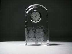 似顔絵クリスタル時計